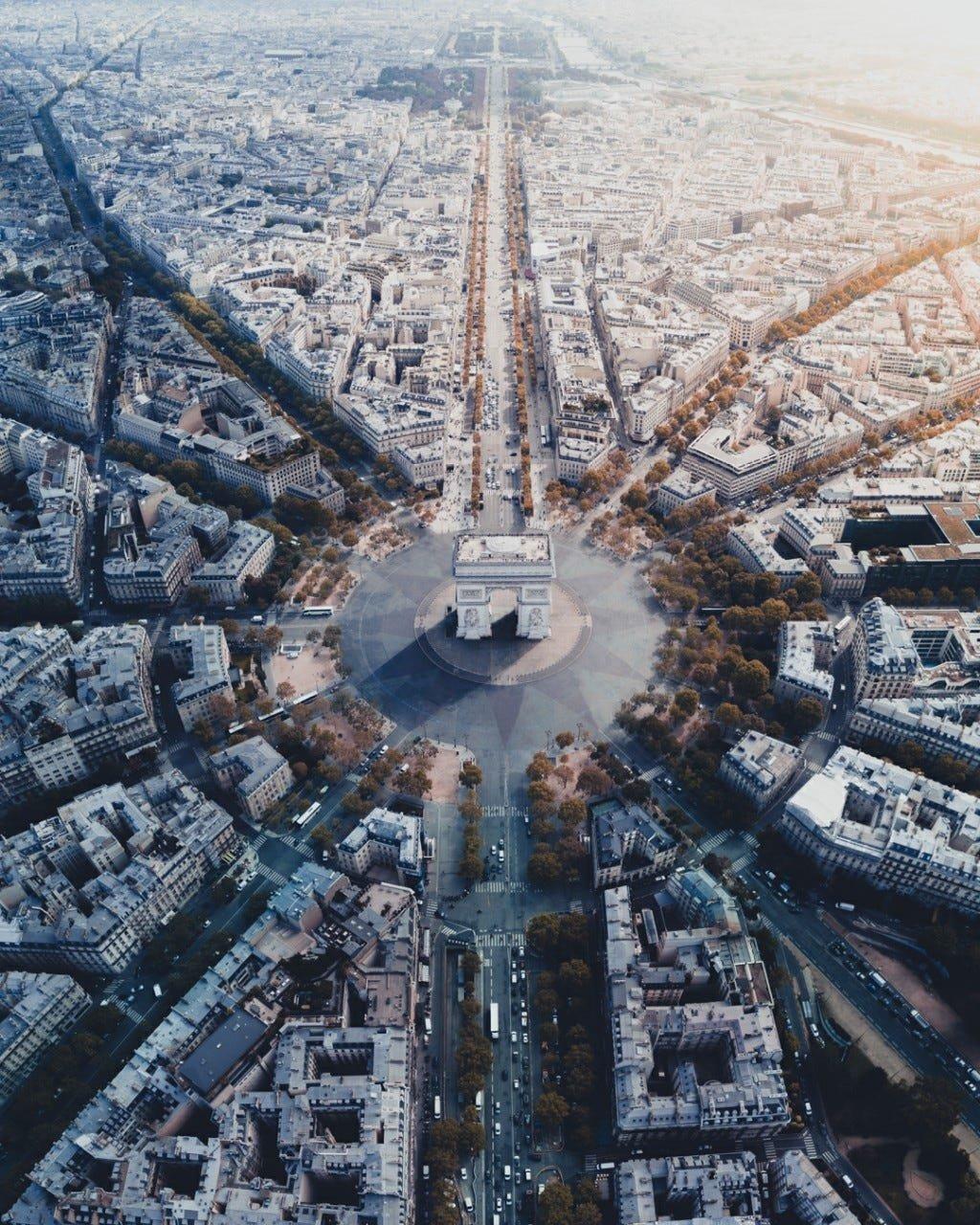 Place de l'Étoile Roundabout